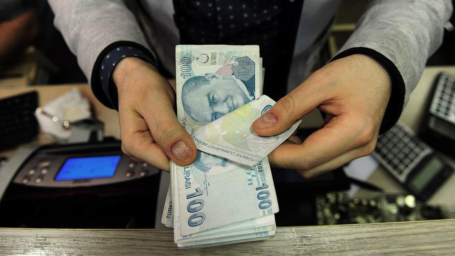 اردوغان از مردم ترکیه خواست تا دلار و طلای خود را از زیر بالشت ها در بیاورند و به لیر تبدیل کنند