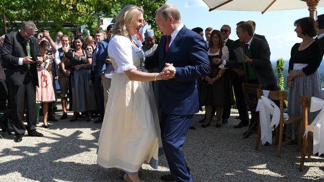 مراسم ازدواج وزیر خارجه اتریش با حضور پوتین