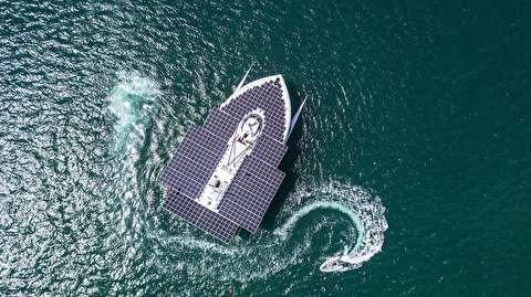 کشتی که با انرژی خورشیدی کار میکند