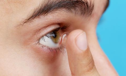 نحوه گذاشتن و برداشتن لنز چشم