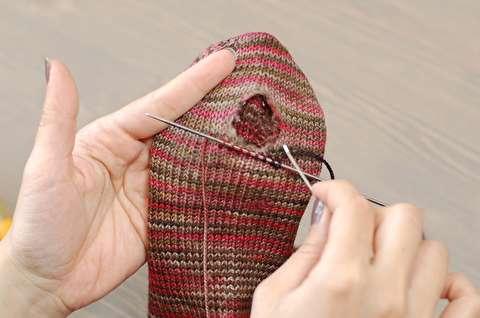 روش رفو کردن یک جوراب سوراخ
