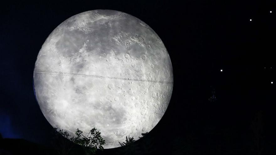 کشف آب در ماه؛ بشر ساکن قمر میشود؟