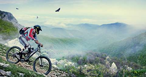 دوچرخه سواری پرخطر در کوههای دولومیت