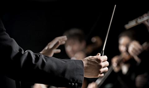 حرکات دست رهبر ارکستر چه معنایی دارد؟