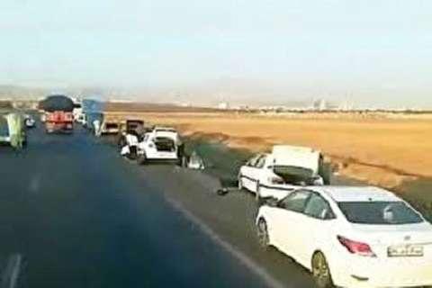 ماجرای خودروهای پنچر شده در اتوبان قزوین