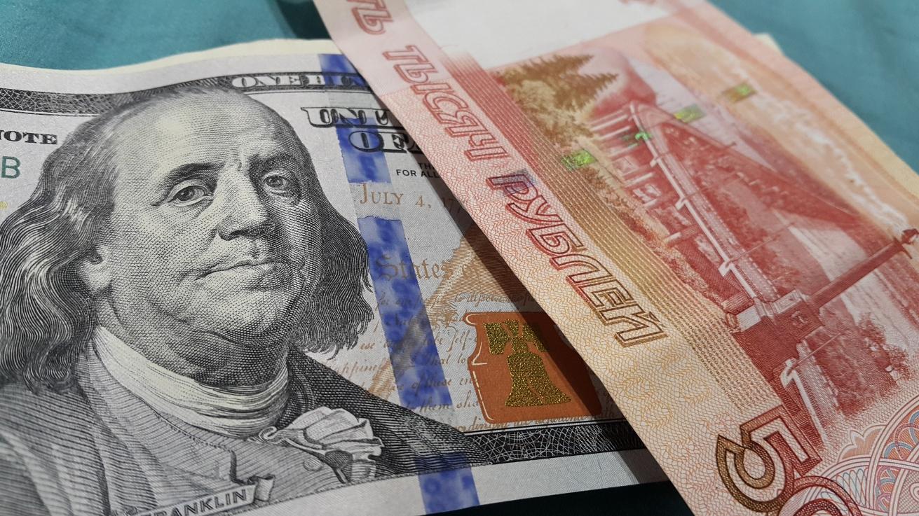 از «تلاش روسیه برای رهایی از شر دلار در عملیات تجاری» تا «واکنش وزیر نفت به خبر افزایش قیمت بنزین»