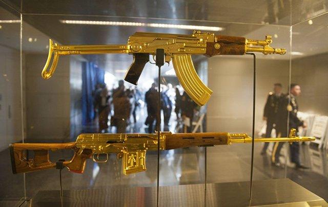 پردهبرداری از کاخها، سلاحها و اسرار صدام