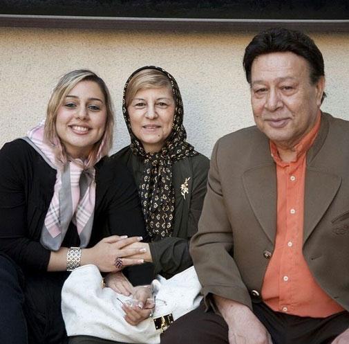 مرحوم «حسین عرفانی» در کنار همسر و دخترش