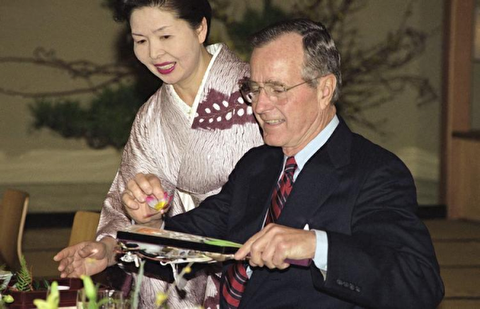 استفراغ بوش پدر روی نخستوزیر ژاپن