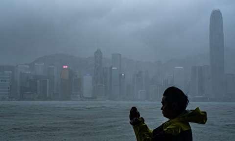 آسمان خراشهای هنگ کنگ در تصرف طوفان