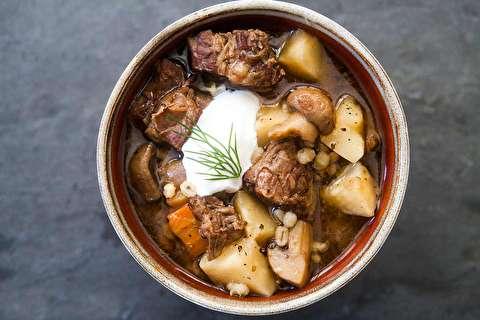 دستور پخت سوپ گوشت گاو، جو و سبزیجات