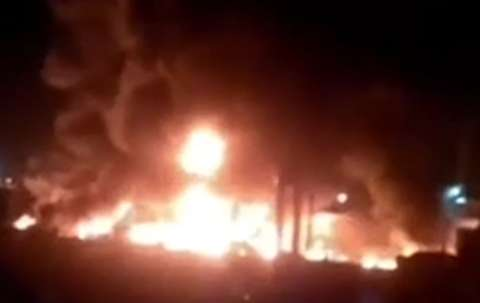 آتش سوزی اتوبوس حامل مسافر در آزادراه نطنز -کاشان