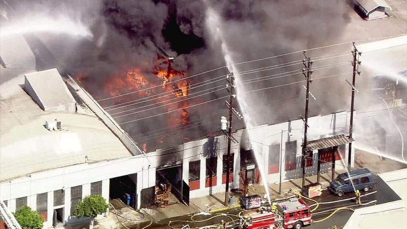 آتشسوزی در یک مرکز تجاری در جنوب لسآنجلس