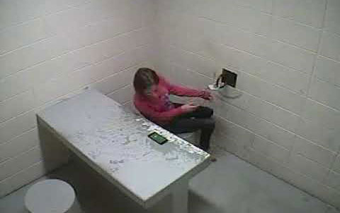 فرار منحصر به فرد یک زن از بازداشتگاه