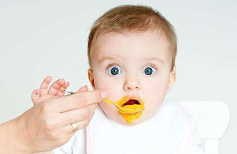چگونه دادن غذای جامد به نوزاد را شروع کنیم؟