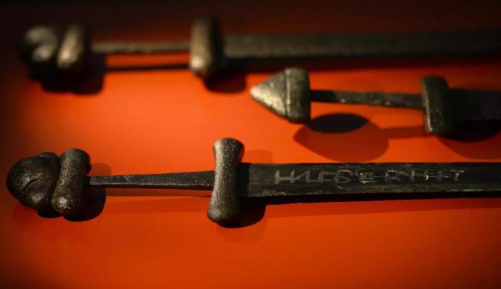 کشف شمشیر 1 هزارساله وایکینگ ها