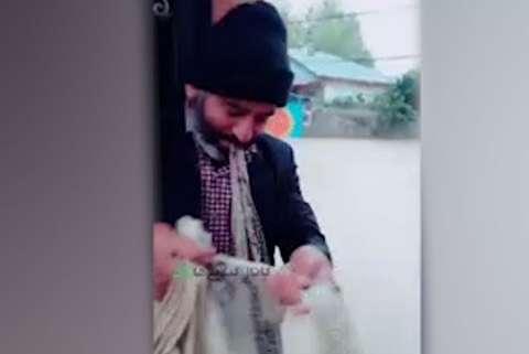 ماهیگیری با تور در خیابانهای صومعهسرا