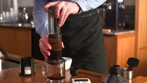 طرز تهیه قهوه فوری با ایروپرس