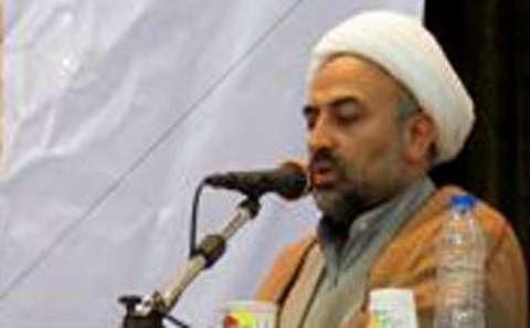 زائری: چرا برای امام خمینی گنبد و ضریح ساختیم؟