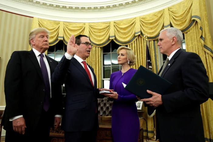 پشت پرده جدال وزیر خزانه داری آمریکا با ترامپ و اطرافیان برای حفظ دسترسی ایران به سوئیفت!
