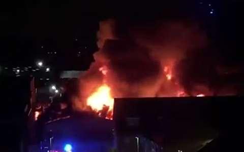 انفجار و آتش سوزی مهیب در دارفورد انگلستان