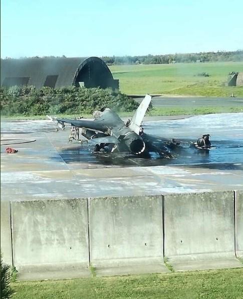 جنگنده اف-۱۶ بلژیک تبدیل به خاکستر شد