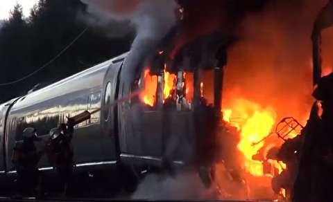 آتش سوزی قطار سریعالسیر روی ریل راه آهن