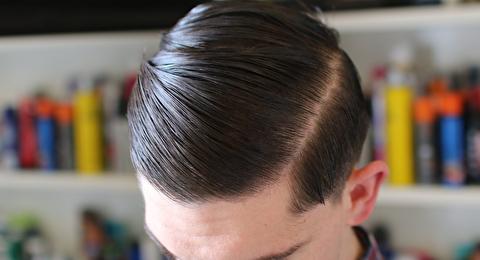 روش فرم دادن یک مدل مو با فرق از کنار