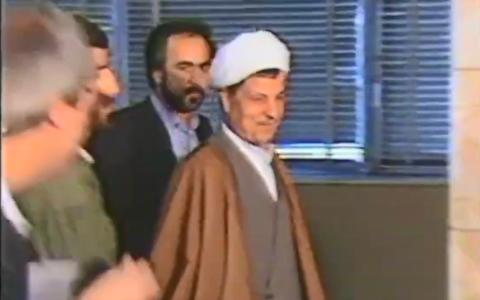 کنفرانس خبری هاشمی رفسنجانی زیر بمبباران
