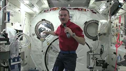 فضانوردان برای استفراغ در فضا چه کار میکنند؟