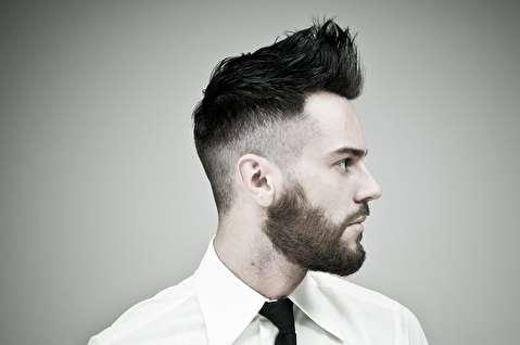 یک فرم موی مردانه برای موهای بلند و متوسط