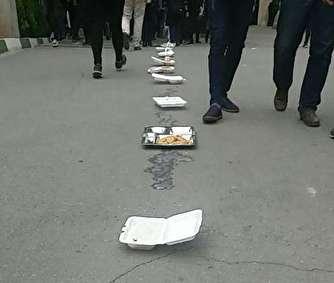 تجمع اعتراضی دانشجویان دانشگاه امیرکبیر به کیفیت غذا