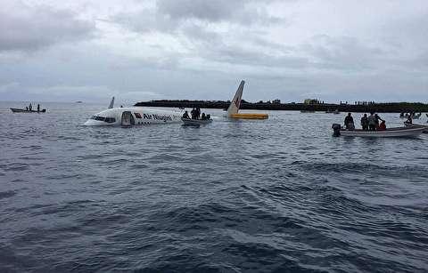 فرود هواپیما با 47 سرنشین در اقیانوس آرام