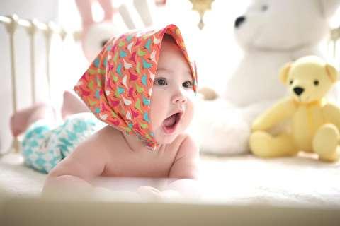 تمرین قرار دادن نوزاد روی شکم