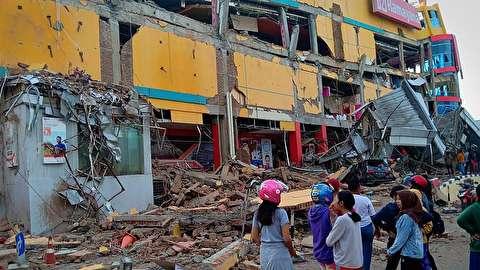 لحظه وقوع سونامی هولناک در اندونزی