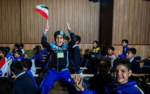 تماشای دیدار پرسپولیس-کاشیما در دو مدرسه