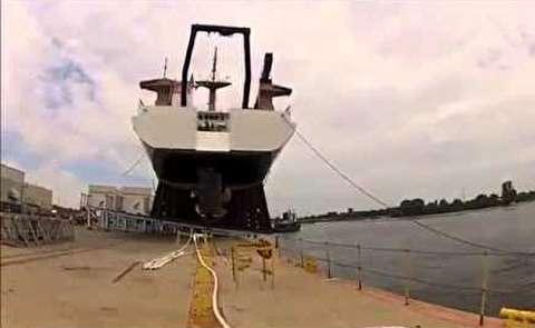 لحظات هیجانانگیز به آب انداختن کشتیهای بزرگ