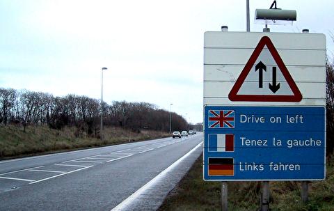 چرا در بریتانیا خودروها از سمت چپ جاده میرانند؟