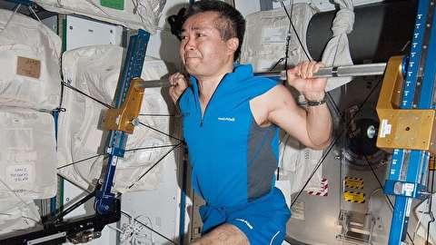 چگونه فضانوردان بدون جاذبه ورزش میکنند؟