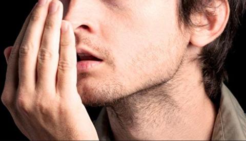 چه چیزی باعث ایجاد بوی بد دهان میشود؟