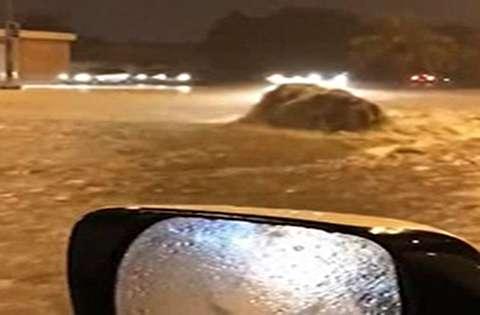 جاری شدن سیل در پی بارش شدید باران در کویت