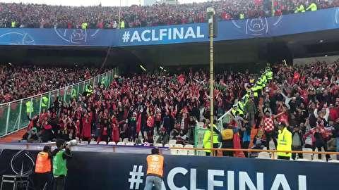 تشویق ایسلندی دختران در ورزشگاه آزادی