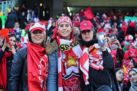 روایتی زنانه از تماشای فوتبال در آزادی