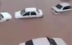 غرق شدن خودروی اهوازیها در باران