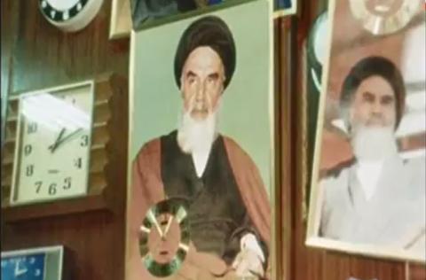 تصویر امام خمینی بر همه اشیای تزئینی