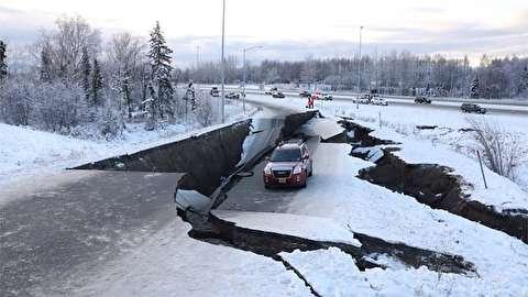 لحظه وقوع زلزله 7 ریشتری در آلاسکا