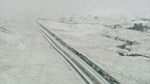 گرفتار شدن صدها خودرو در ترافیک وحشتناک