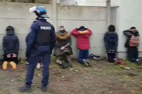برخورد خشن پلیس فرانسه با دانش آموزان