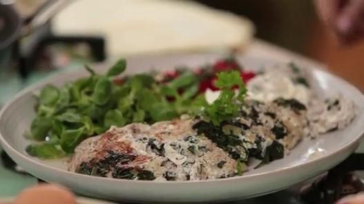املت سفیده تخم مرغ را با طعم و چاشنیهای خاورمیانهای