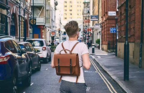کیف دوشی بهتر است یا کوله پشتی؟
